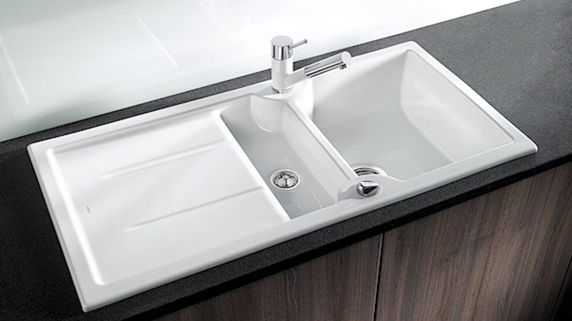 Clean the ceramic built-in sink